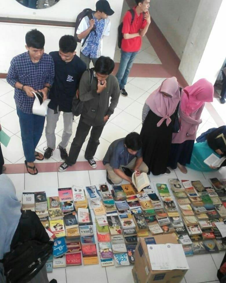 Program Lapak Baca Buku oleh Bidang Minat dan Bakat HMJ-Fisika